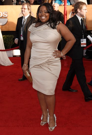bab7cfa9461cb Glee star Amber Riley hit all the right notes in this champagne colored  fitted knee length dress. The ruching flattens her stomach and the color  compliments ...